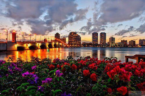 Dolci colori del tramonto su New York.  www.blueberrytravel.it