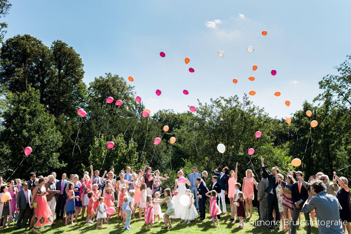 Wedding in the garden of Frederik's Hof at Kasteel Keukenhof | Keukenhof Castle - The Netherlands.     Photocredits to http://simonejanssen.com/    http://www.kasteelkeukenhof.nl