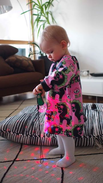 Liljan Lumo: Taalainmaan heppa -Tunika  Sewing a tunic for a little girl