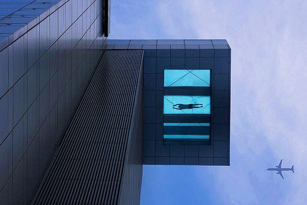 Zwembad voor durfals.... 24ste verdieping Holiday Inn Shanghai