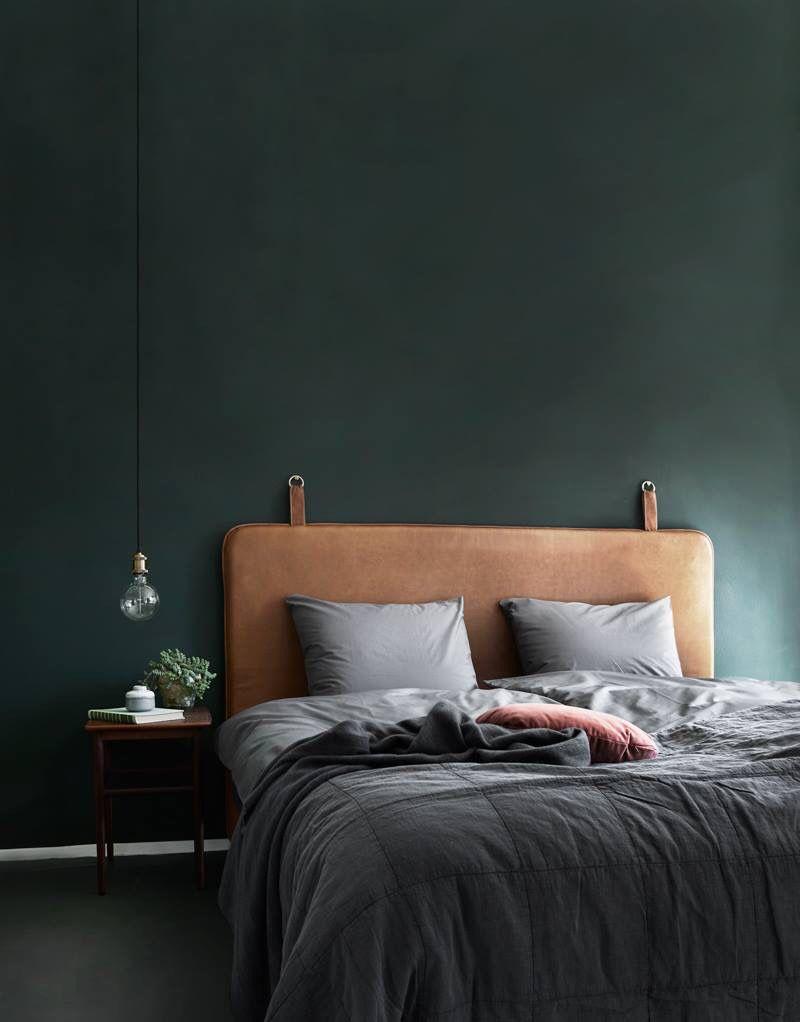 Un vert profond pour habiller la chambre en toute élégance