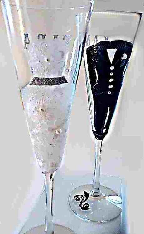Hand painted Bride and Groom Champagne Wedding Glasses http://www.clearlysusan.com/-Hand-painted-Bride-and-Groom-Champagne-Wedding-Glasses-_p_450.html