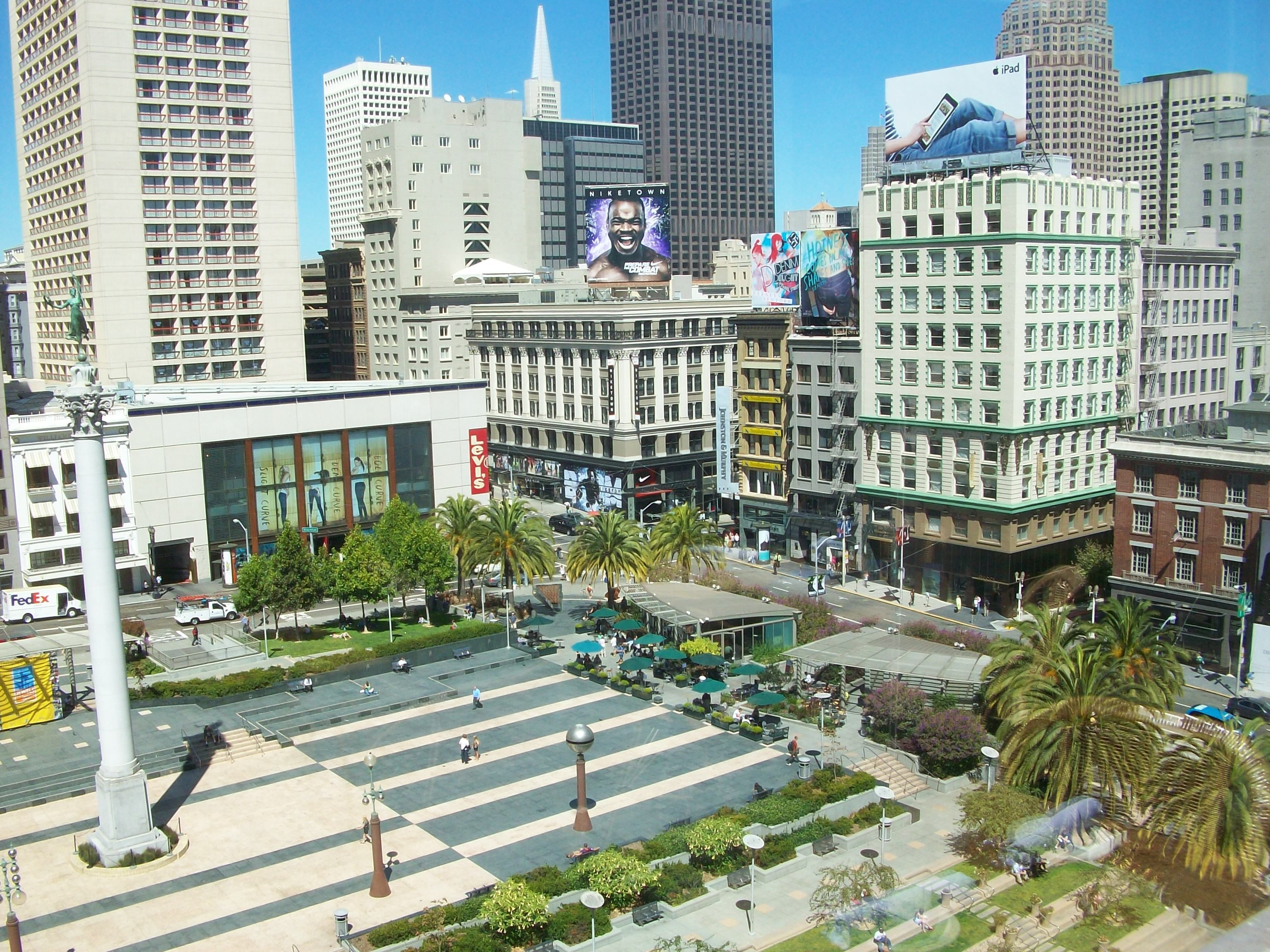 Union Square at San Francisco. View from roof of Macy\'s at the ...