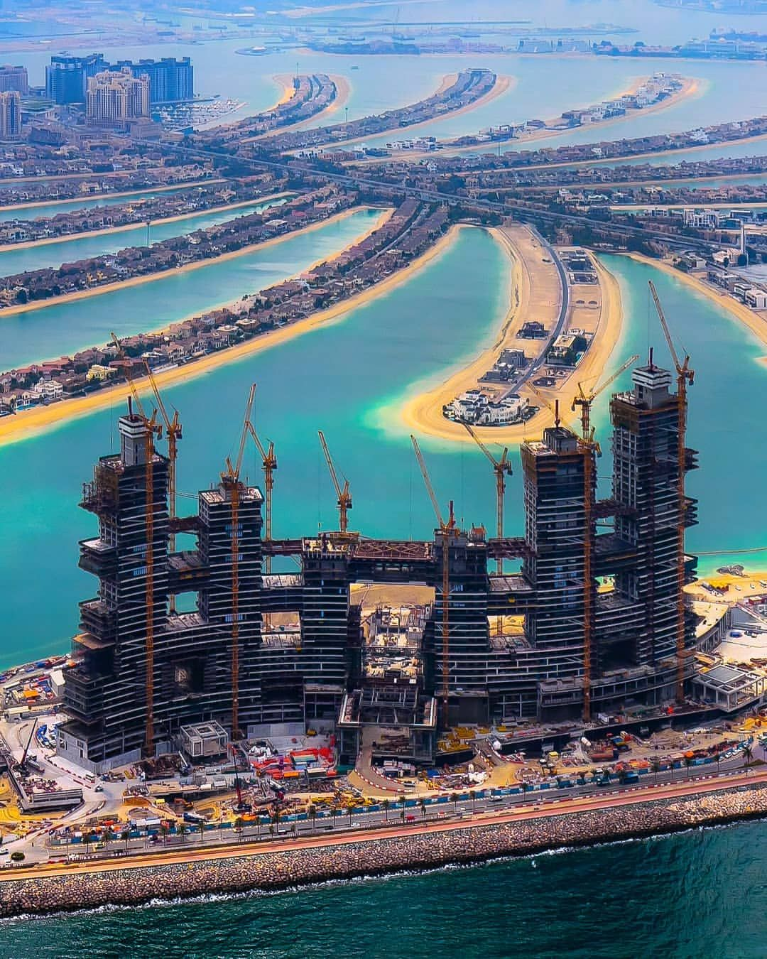 Royal Atlantis Resort Under Construction On The Outer Ring Of The Palm Jumeirah Dubai 1080 X 1350 Dubai Architecture Royal Atlantis Dubai Buildings