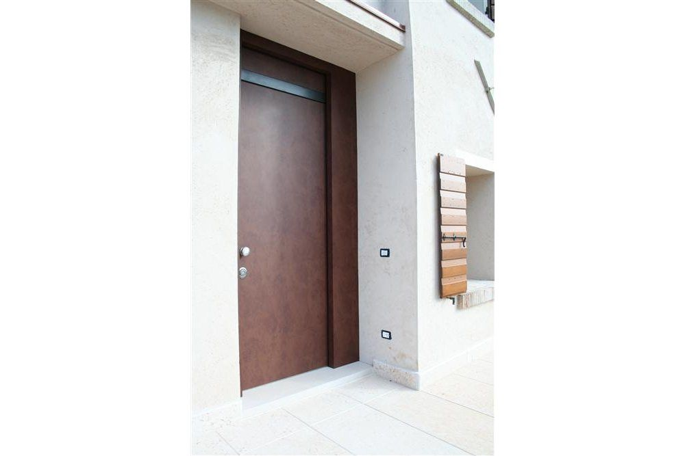 Corten reinforced access door.