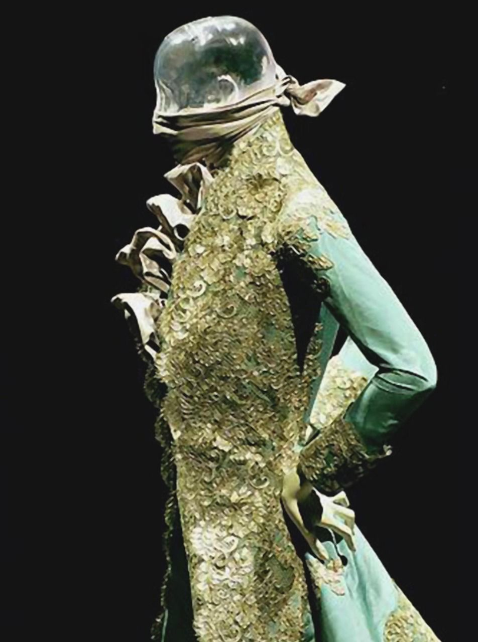 Givenchy Haute Couture 1999. http://www.dazeddigital.com/artsandculture/article/13415/1/dazed-confused-intergalactic