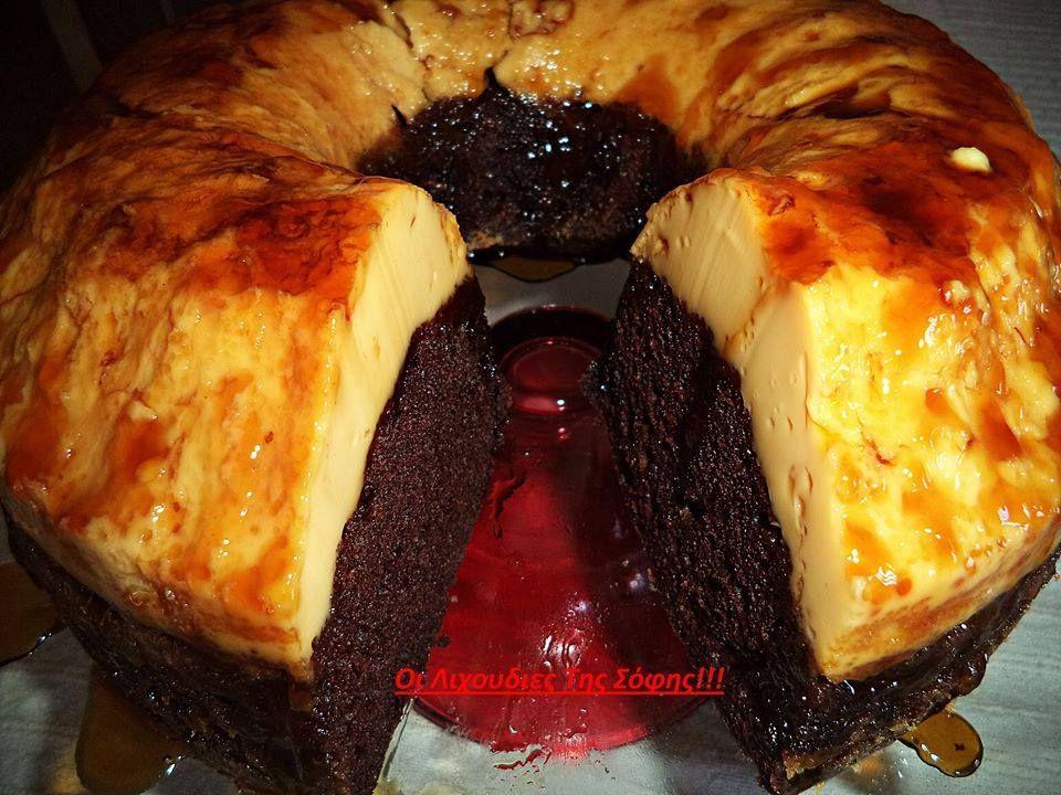 Ένα καταπληκτικό γλυκό. Υπέροχο ζουμερό κέικ κάτω και φανταστική βελούδινη κρέμ-καραμελέ με 3 υλικά επάνω. Σας παρακαλώ φτιάξτε το είναι πανεύκολο και πεντανόστιμο. Δεν περιγράφω άλλο...ΥΛΙΚΑ ΓΙΑ Τ...