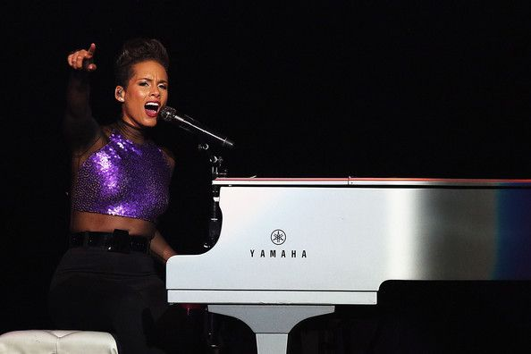 Alicia Keys Photos Photos Alicia Keys And John Legend Perform In