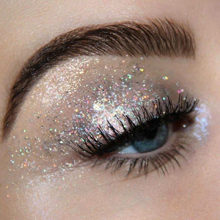 Lleva tu glitter! Tenemos muchos tonos #make_up_artist #makeup #happy #glitter ... - #glittereyeliner