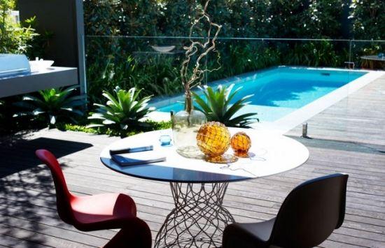 Gartengestaltung Ideen sitzbereich dekoration tisch stühle schwimmbad