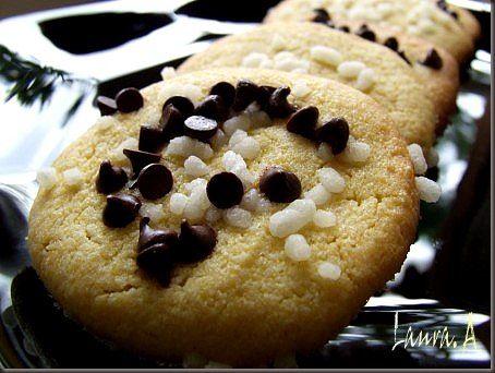Biscuitii de malai sunt deliciosi pentru micul dejun. Reteta ilustrata, explicata pas cu pas de biscuiti de malai. Reteta dulce cu malai.