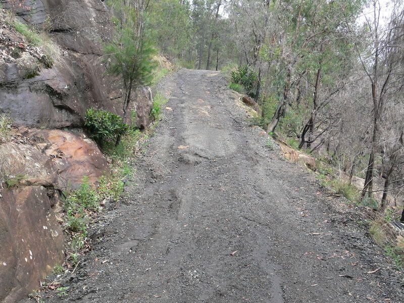 Gravel-Driveway-repair---before-1.JPG (800×600)