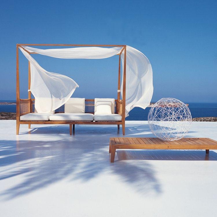 Day-Bed aus Teakholz mit schieren Gardinen von Unopiu | terrace ...
