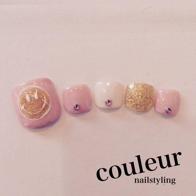 ピンクのワンカラーの春フットネイルデザイン