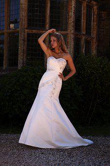 #SavvyCinderella. #bridalgowns #buyorhire  01354655588