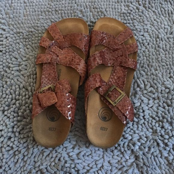 Earth Balance Brown sandals Super comfortable earth balance brown sandals only worn a few times.  Great condition Earth Balance Shoes Sandals