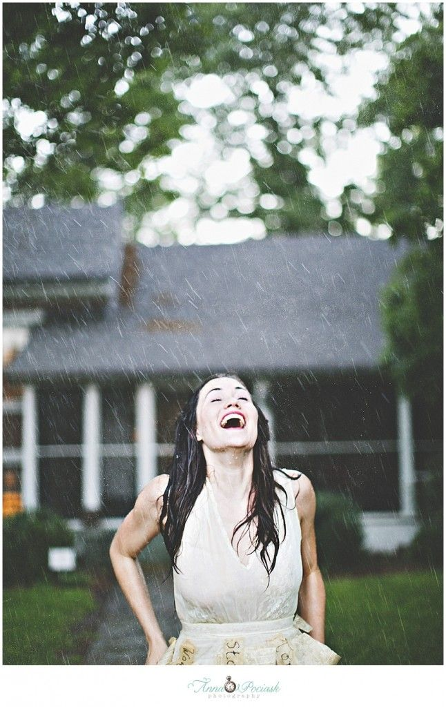 Posh Poses | Solo | Inspiration: Rain Showers & Smiles | LOVE This! | Soft, Earthy Colors | Big Smiles | Senior Girls #annapociask