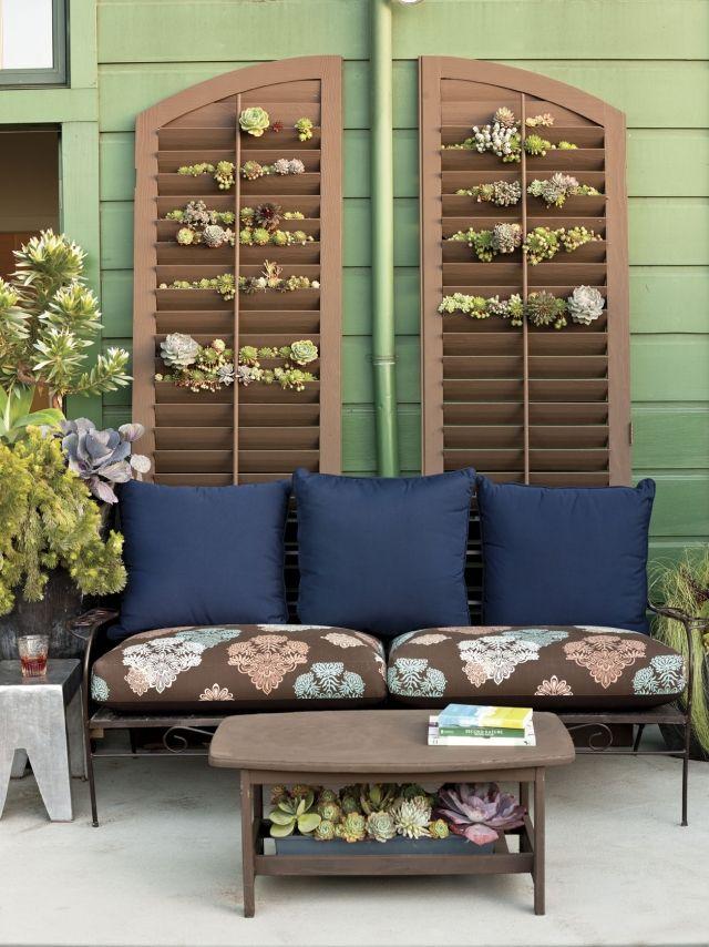 ideen balkon deko pflanzen fensterladen sukkulenten. Black Bedroom Furniture Sets. Home Design Ideas