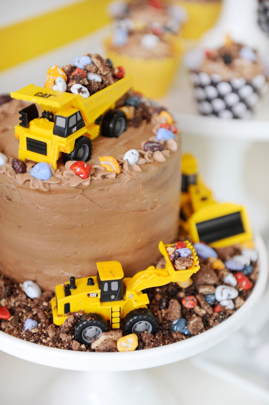 Terrific A Closeup Look At A Construction Truck Chocolate Birthday Cake Birthday Cards Printable Benkemecafe Filternl