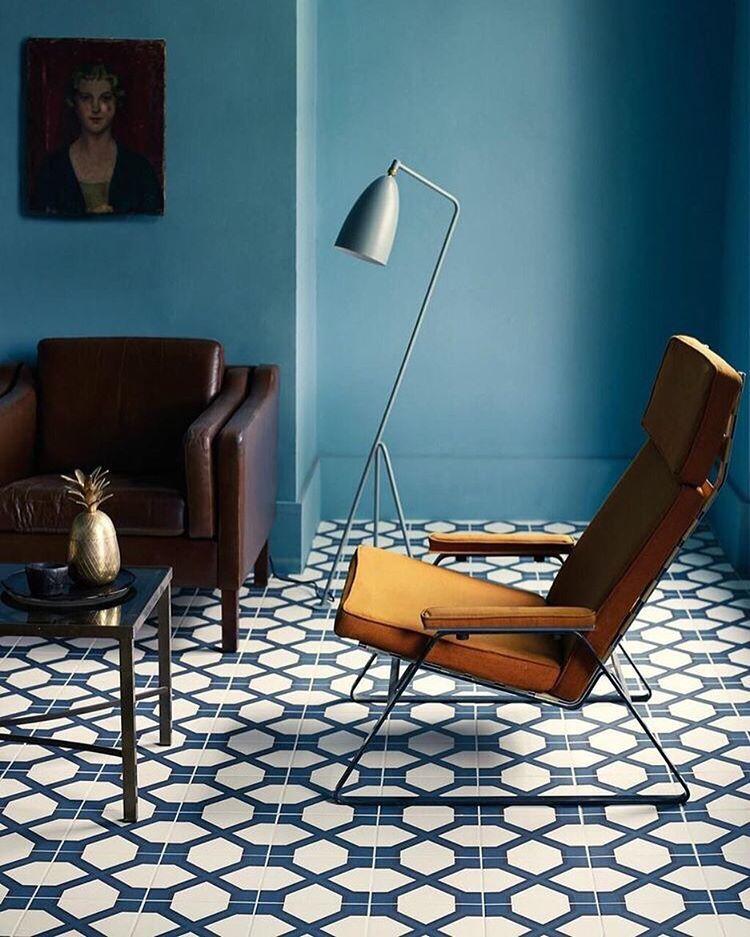 Yes the green trend is on its way, but my heart will always be blue!!!! Mesmo com a tendencia verde à caminho meu coração será sempre azul!!! @Trendland #blue #arquitetura #architecture #tiles #interiordesign #tile #interior #mosaic #interiores #mosaicfloor #interiordecor #instaarch #mosaico #instadecor #home #casa #homedecor #instadesign #designporn #azul #instahome #azulejos #floring