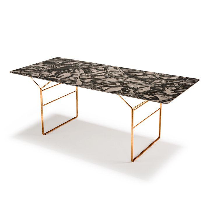 YPS tavolo con piano resinato e docorato a mano, disegnato per ...