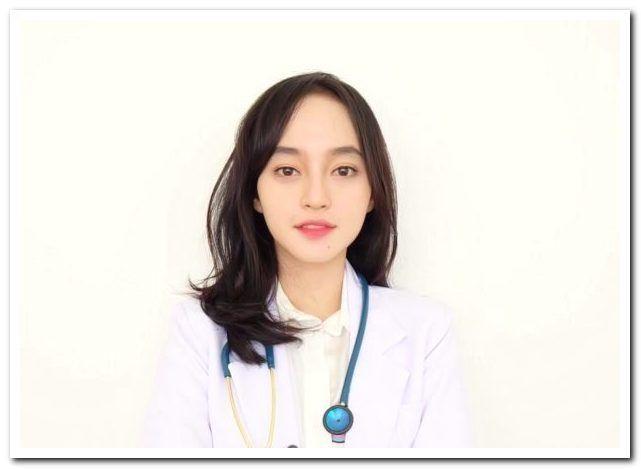 8 Artis Indonesia Yang Juga Berprofesi Sebagai Dokter Artis Dokter Profesi