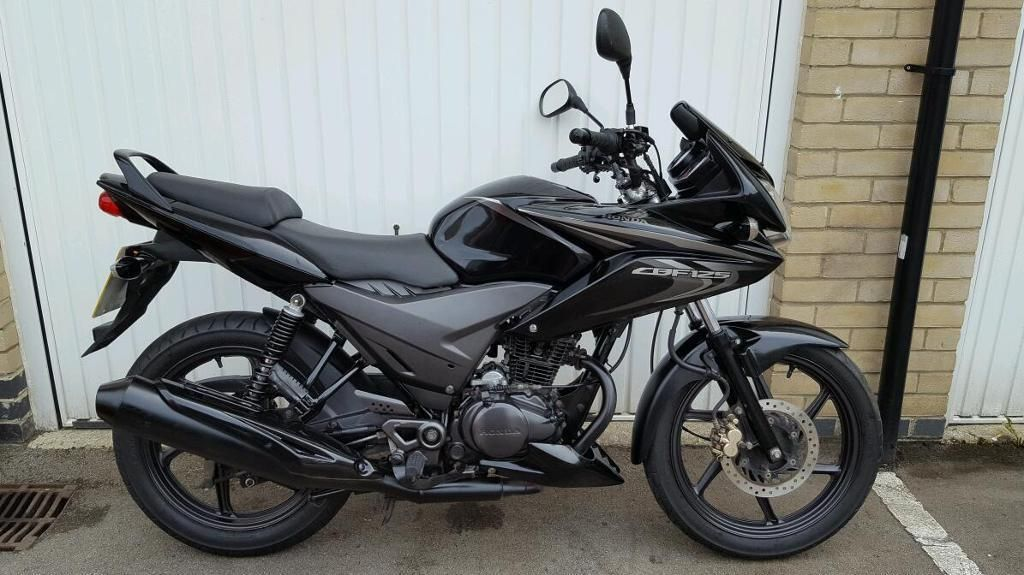 black honda cbf 125 2014 only done 8000 miles runs and. Black Bedroom Furniture Sets. Home Design Ideas