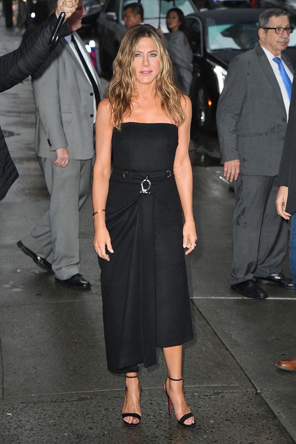 Jennifer Aniston Wears Prada Dress Louboutin Sandals In Nyc Jennifer Aniston Dress Jennifer Aniston Style Dresses [ 1536 x 1024 Pixel ]