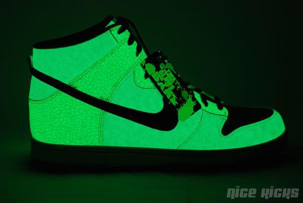 Nike Glow In The Dark Sneakers December 2017