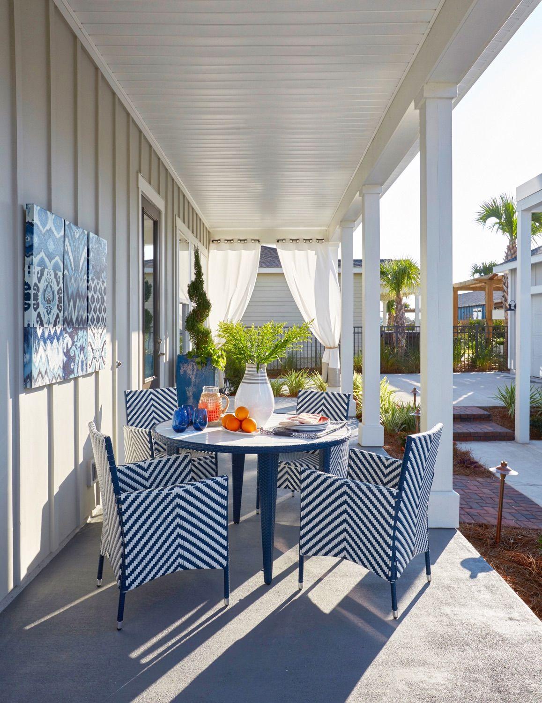 Back Porch | Outdoor Dining | Coastal Decor | Outdoor Living Area | Florida | Designer Linda Holman | Coastal Interior Design | Lovelace Interiors