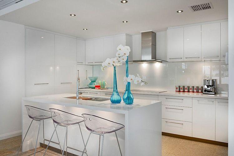 Contemporary Home Illuminated With Natural Light Redefines Luxury Coastal Lifestyle Interior Design Inspiration Contemporary Kitchen Design Kitchen Design