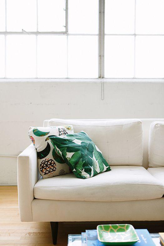 DUNKELGRÜNE DEKO-HIGHLIGHTS IM WEIßEN WOHNZIMMER - Dunkelgrün - wohnzimmer deko grun