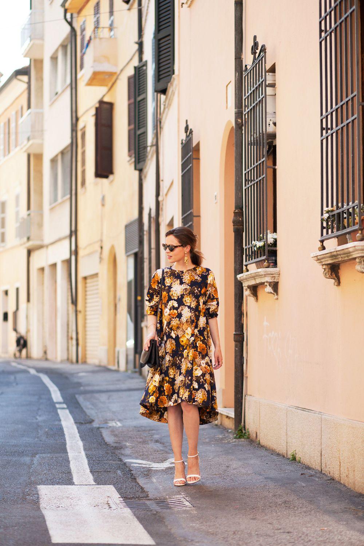 Royal blue n yellow dress  Pin by Andie Veliz on ROPA  Pinterest  Italian weddings Flower