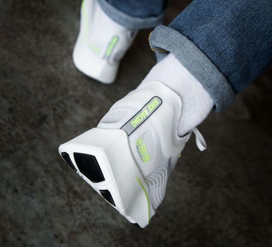 Basket Nike Zoom Fly SP White Volt Glow on feet (1) | Nike