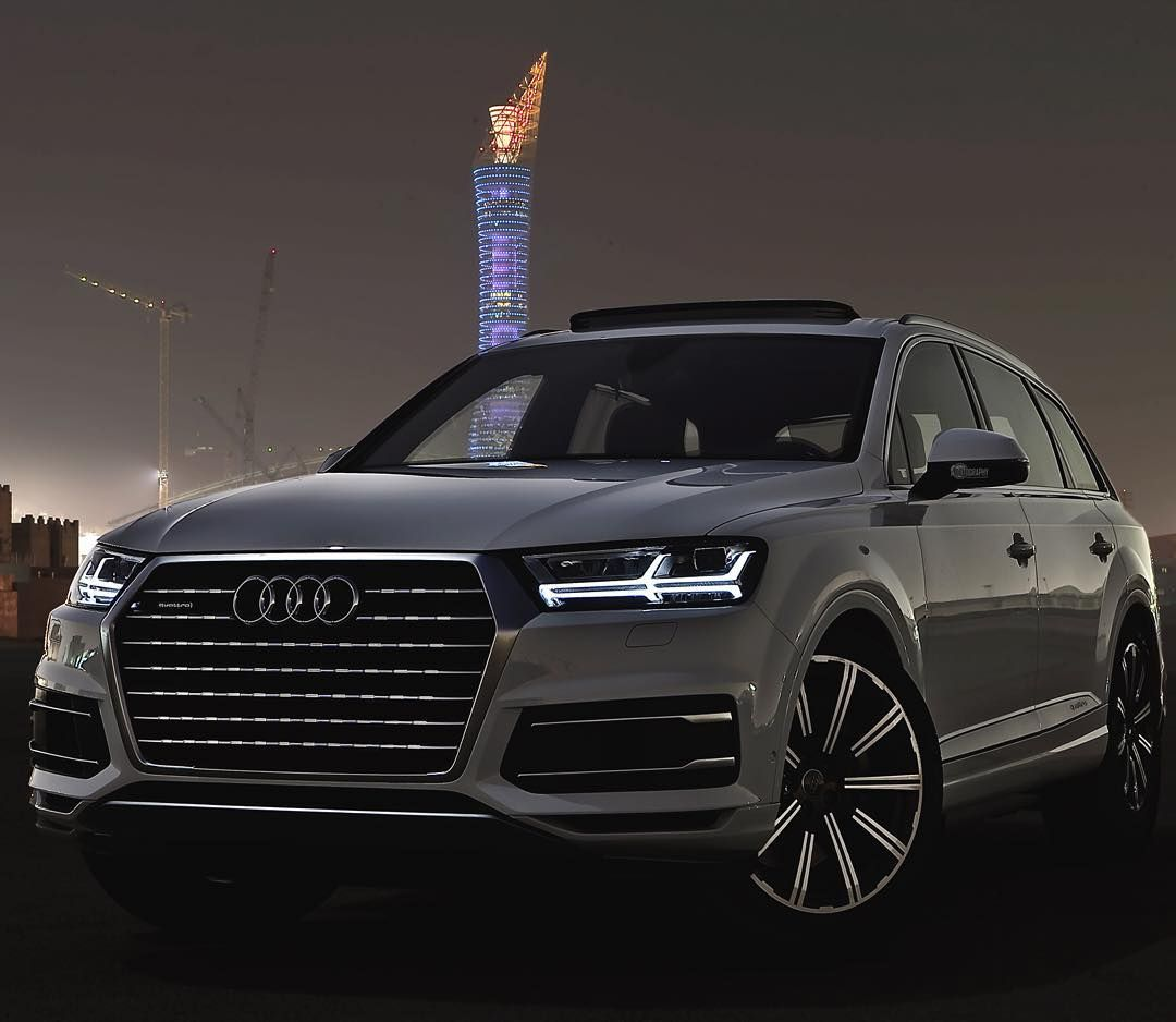 the new q7 in the shadows of the night car 2016 audi q7 3 0tfsi quattro 333hp v6. Black Bedroom Furniture Sets. Home Design Ideas