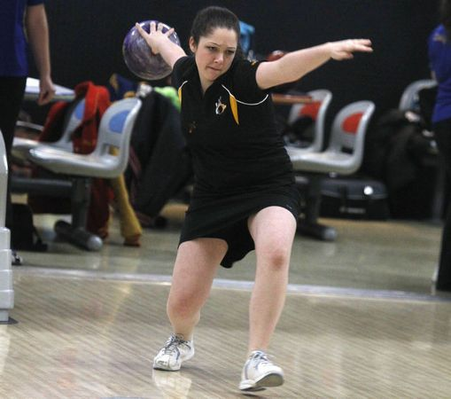South Brunswick S Amy Caruso Bowls During Warm Up In Wednesday S Greater Middlesex Conference Individual Tournament Qualifiers Middlesex Girls Bowling Bowling