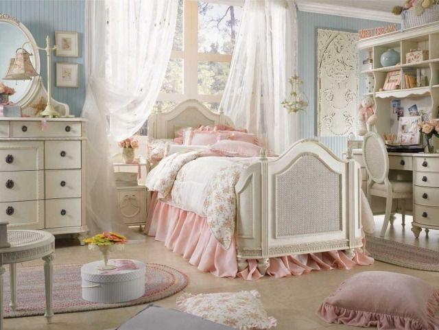 une chambre fille en rose et blanc de style Shabby chic