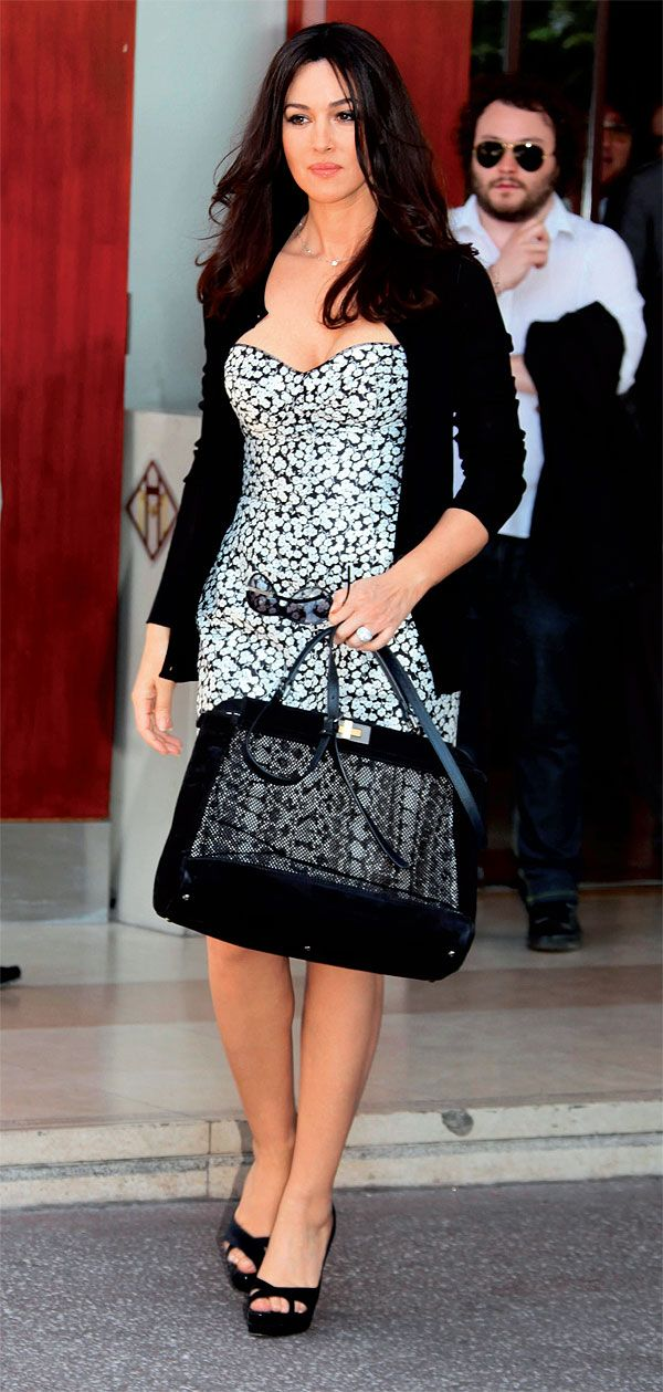f2cc3b9a5 Monica Bellucci w/ a Dolce & Gabbana Miss Sicily bag! WANT ...