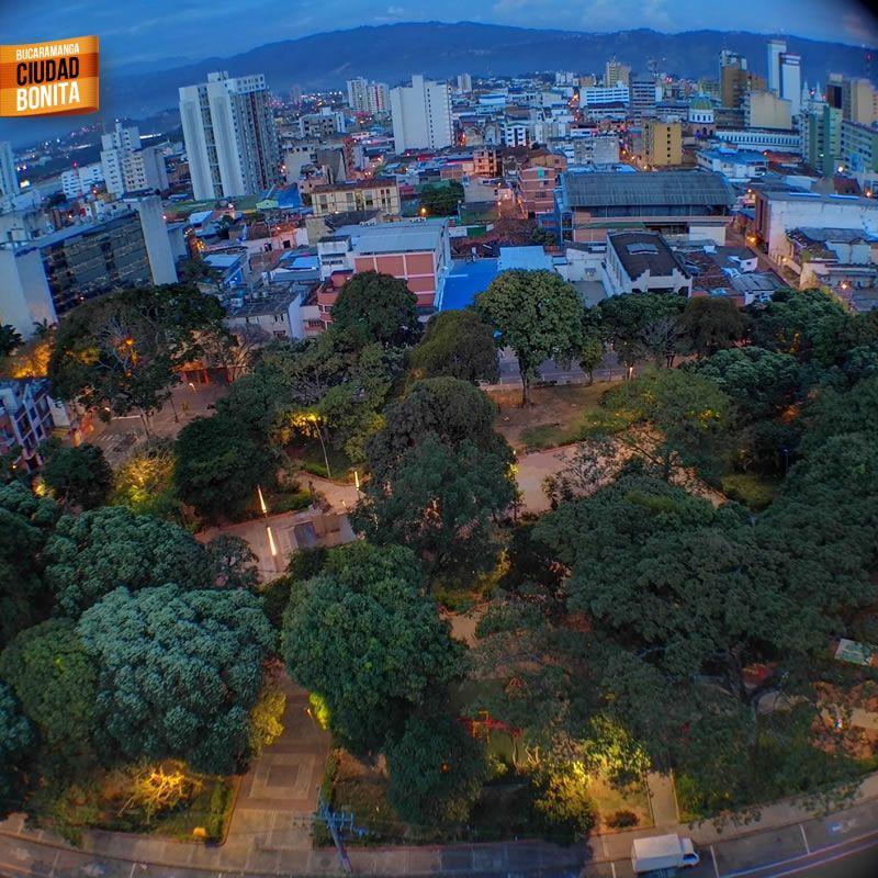 Buenos días Bucaramanga !!!! Hoy es un hermoso día en la ciudad de los parques. Gracias @chefcarlos4x4  por la foto #buenosdiasBUC