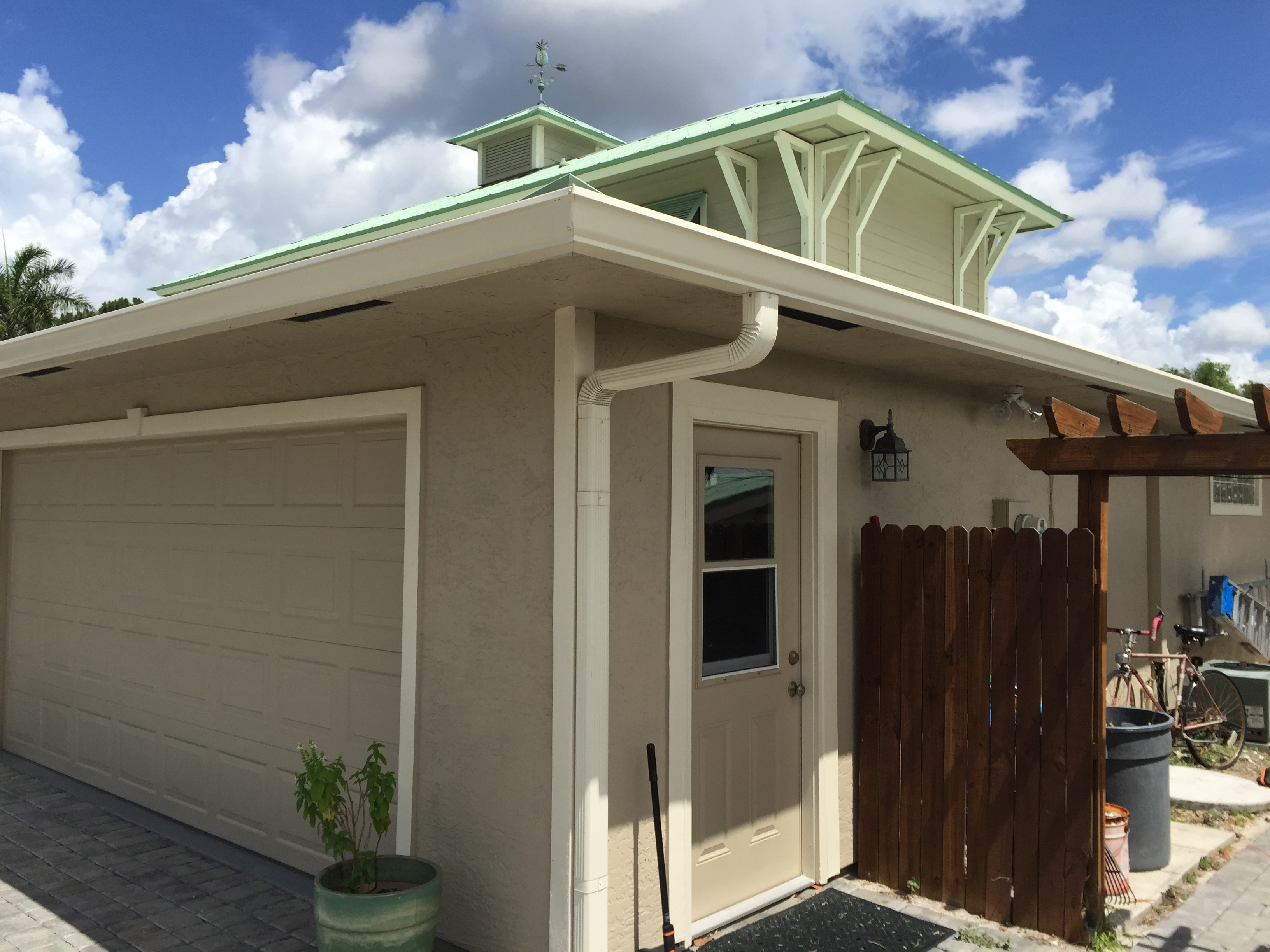 Https Www Gutterguyofflorida Com Gutters Custom Gutters Installation Copper Aluminium Half Round K Style Bo Gutters How To Install Gutters Curb Appeal