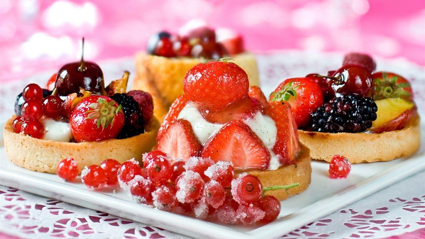 おいしいデザートのケーキ イチゴチェリーベリー 壁紙 1366x768 食べ物のアイデア おいしい いちご デザート