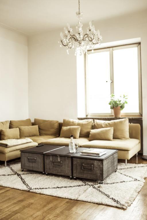Einrichtungstipps Fürs Wohnzimmer: Beige Couch Und Couchtisch Aus  Vintage Kisten. #livingroom #