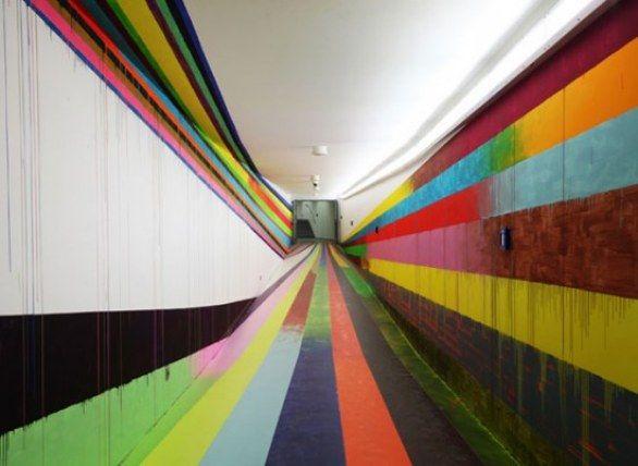 Installazione di Markus Linnenbrink nel carcere di Düsseldorf.  Colori tra il grigiore del carcere.