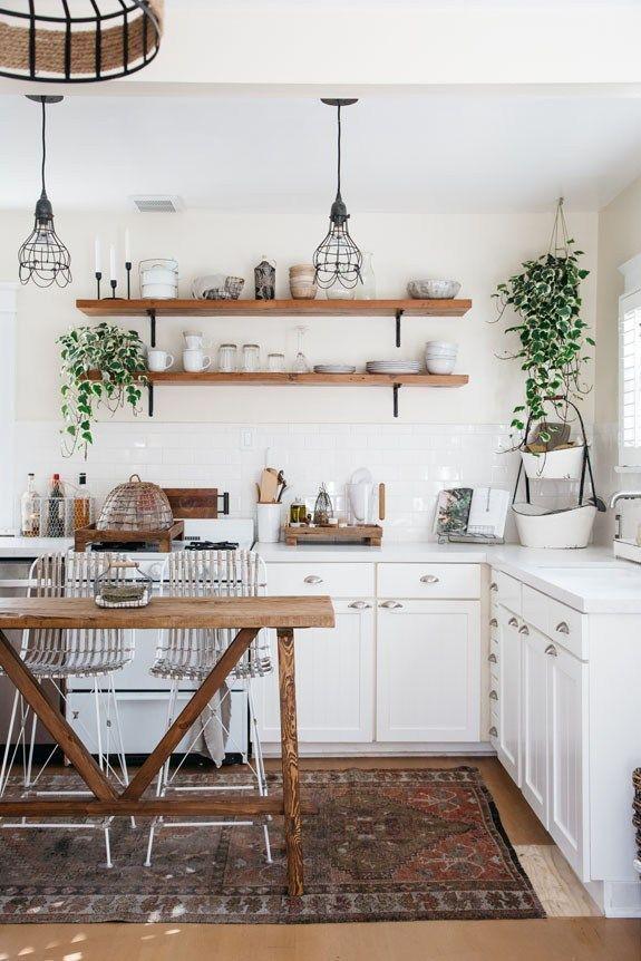 Lieben Sie diese moderne Variante einer klassischen französischen Küche im provinziellen Stil! Für mehr Ki #kitchenremodel