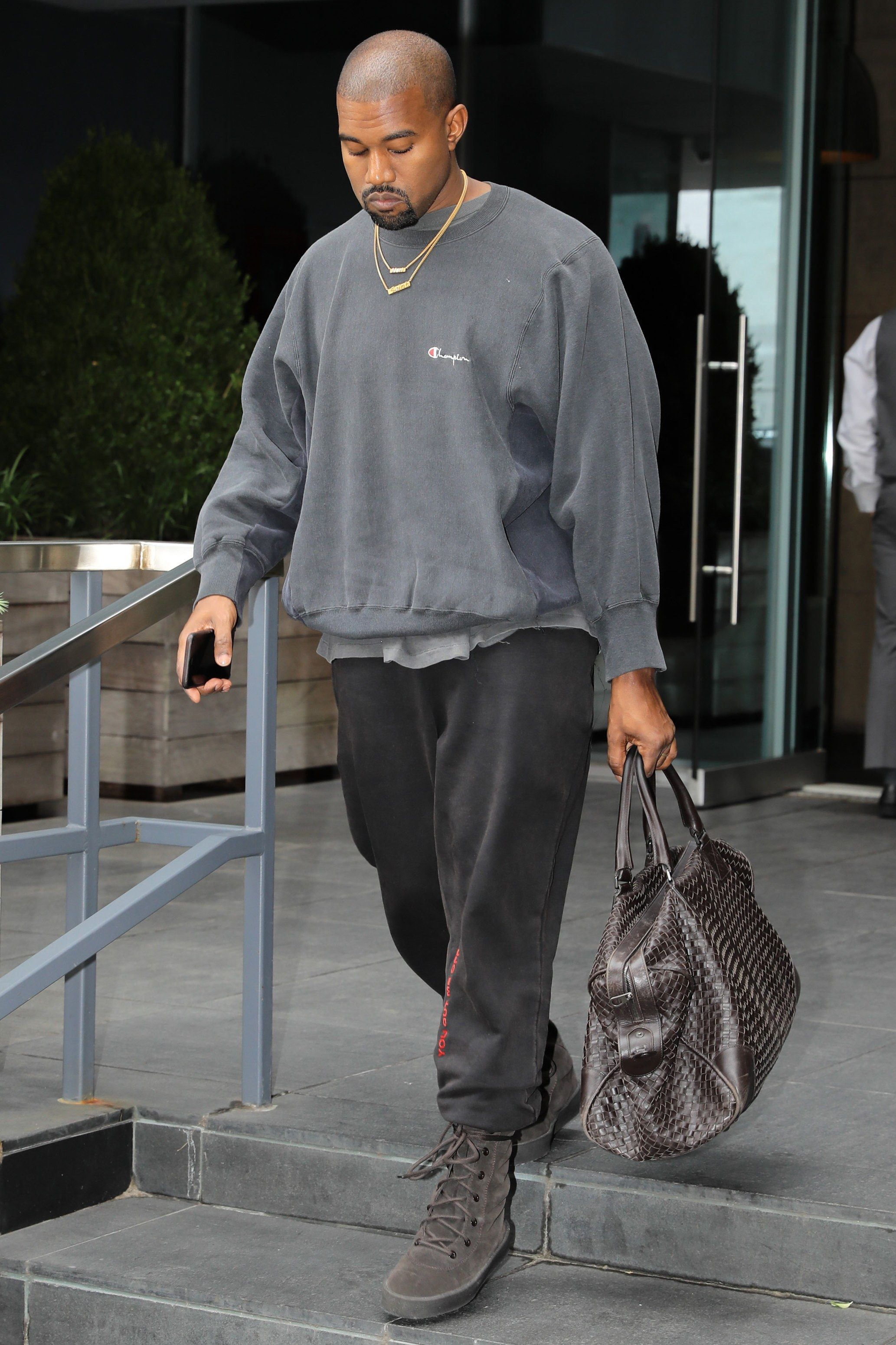 343177f2 All of Kanye West's Best and Wildest Outfits in 2019 | Casual Fall ...