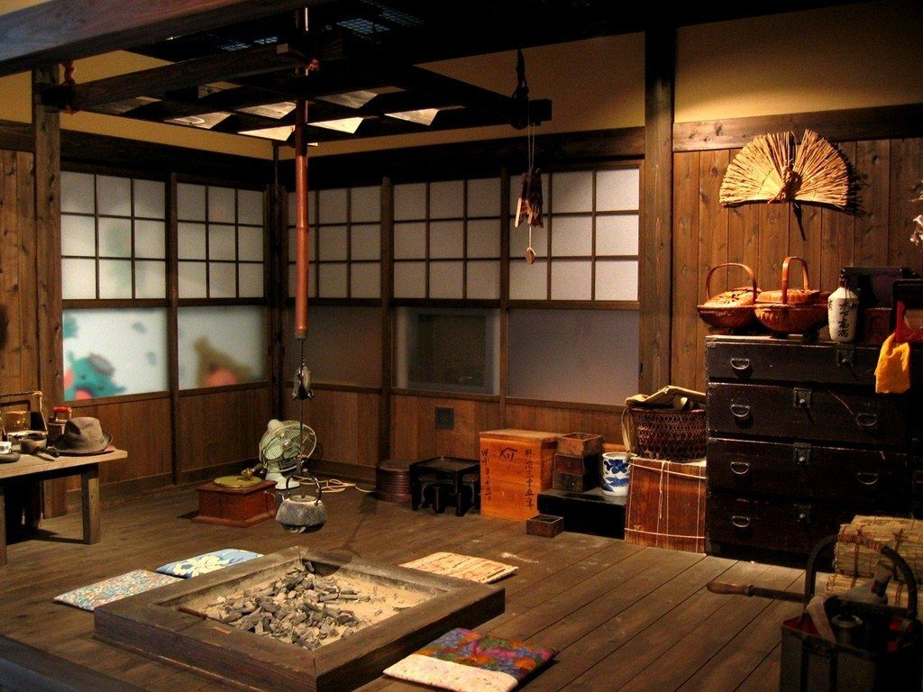 Comme Dans Toutes Les Habitations Traditionnelles L Irori Est Ici Place Au Centre De La Piece Principale Interieur Asiatique Interieur Japonais Deco Asiatique