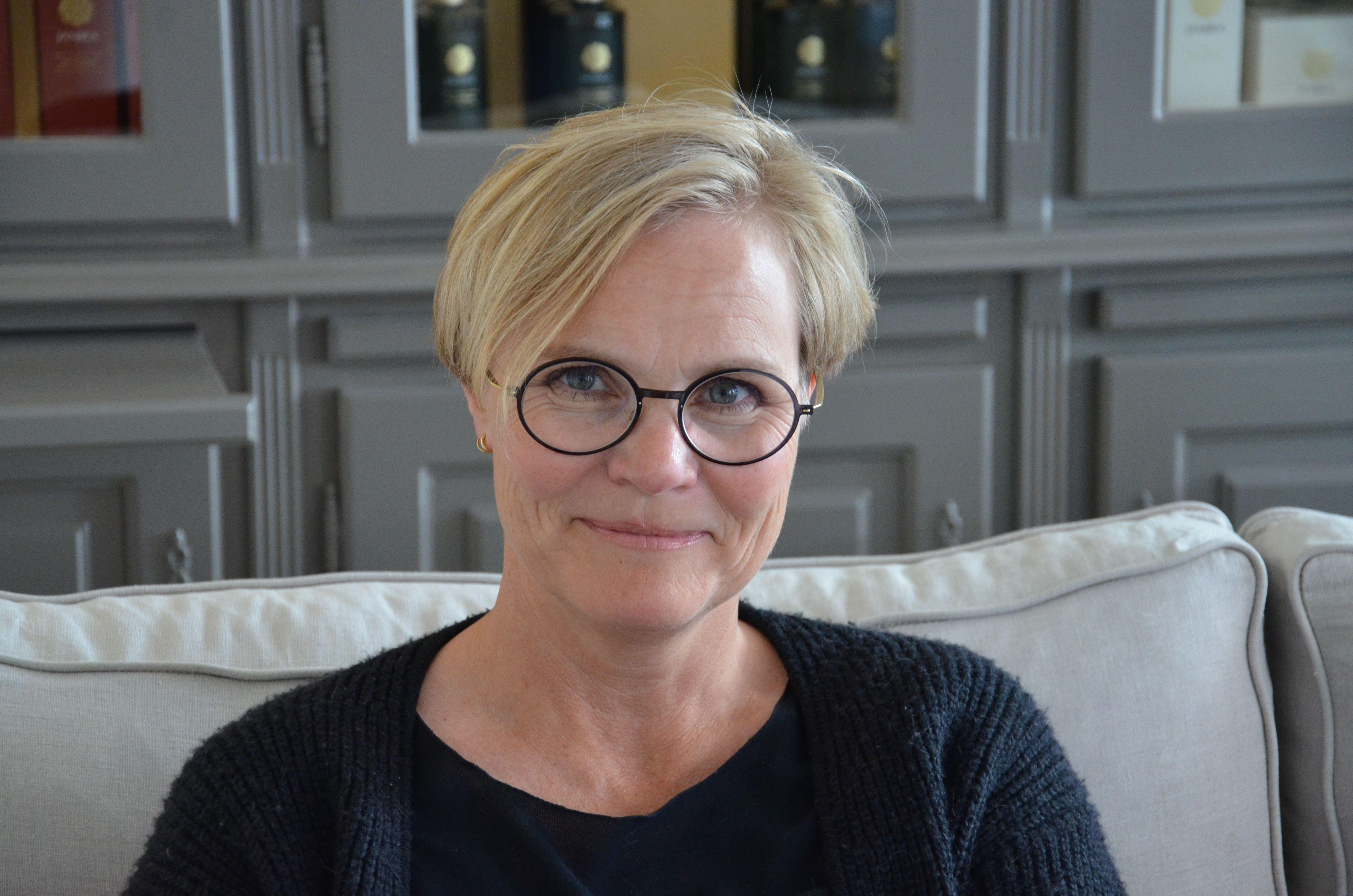 Pernille med Lindberg Brille www.fredensborgbriller.dk ...