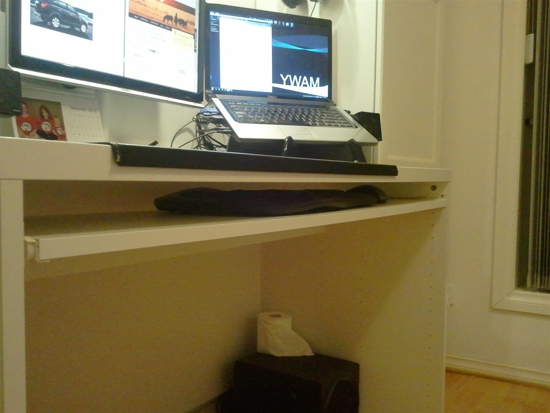 Computer Hoekkast Ikea.Diy Keyboard Tray Ikea Besta Close Up With Keyboard And Mouse