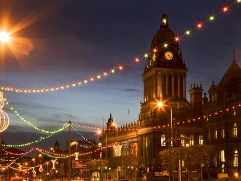 Town Hall And Christmas Lights On The Headrow Leeds West Yorkshire Yorkshire England United Ki Photographic Print Mark Sunderland Art Com Yorkshire Towns West Yorkshire Leeds England