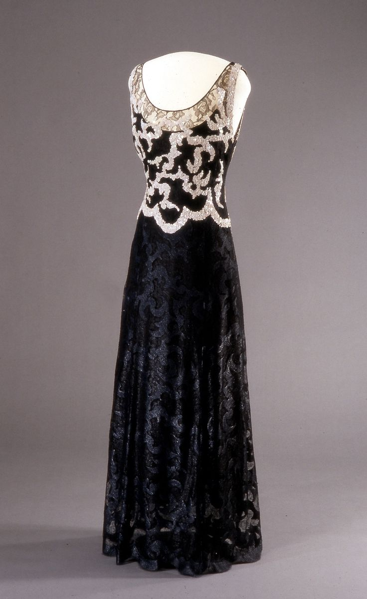 """Dress, """"Intrigue,"""" by Worth, London, Spring 1938, at the National Museum of Art, Architecture and Design, Oslo. Via DigitaltMuseum. Belonged to Queen Maud of Norway."""
